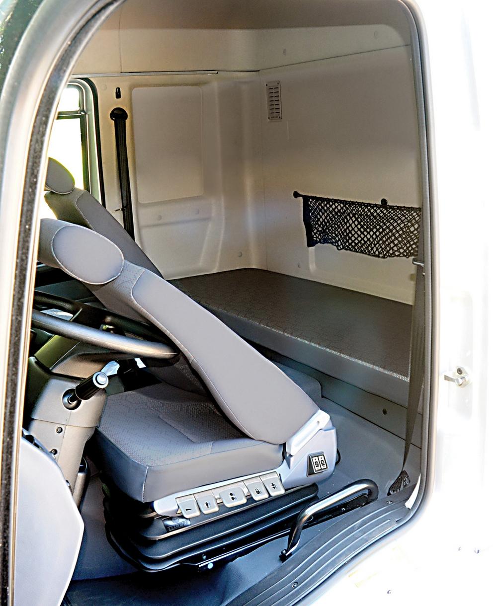 Tudo sobre novo ford cargo 2012 blog caminh es e for Camiones ford interior