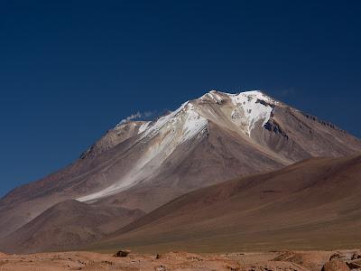 El volcà Ollagüe està semiactiu, i fumeja