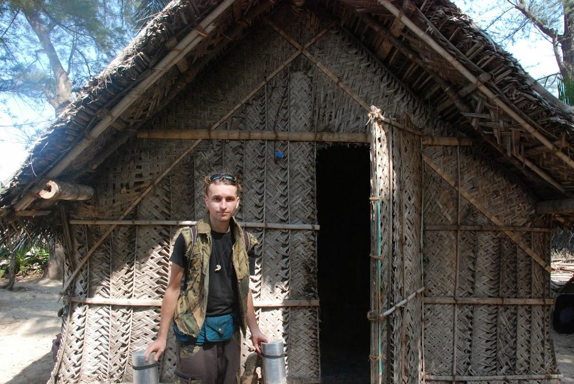 Хатсы - традиционные домики на пляже, из пальмовых листьев