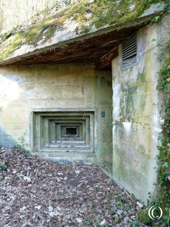 MG Schartenstand protecting bunker entrance at margival