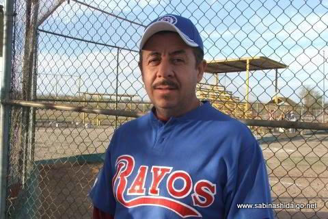 Rodolfo Esquivel López de Rayos en el softbol sabatino