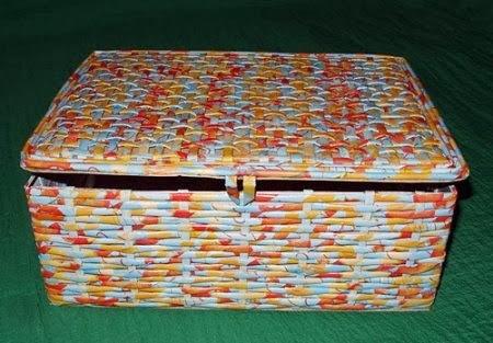 Caixa de sapato com papel