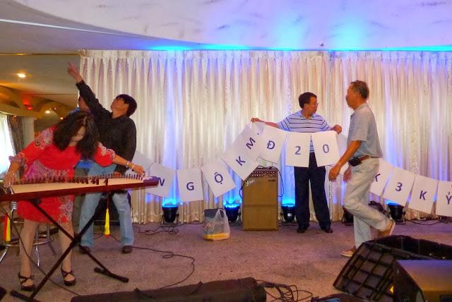 Treo banner cho buổi hội ngộ