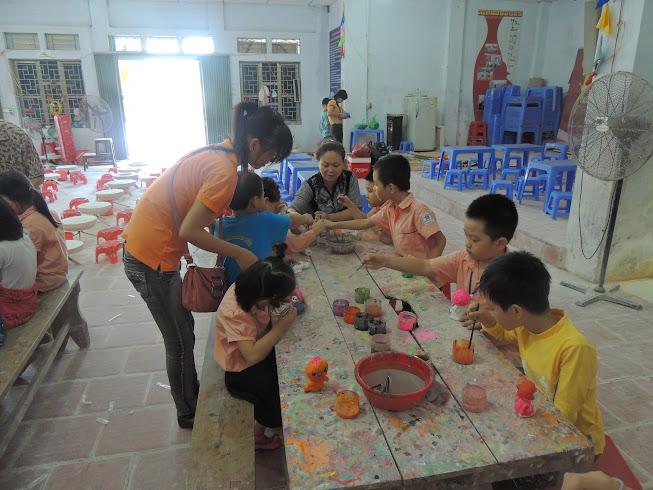 Những hình ảnh của học sinh thăm làng nghề Bát Tràng (11/01/2013)