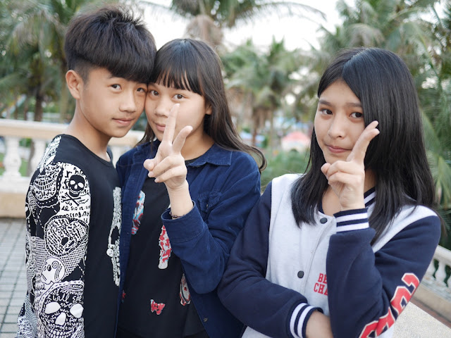 a boy and two girls in Zhanjiang