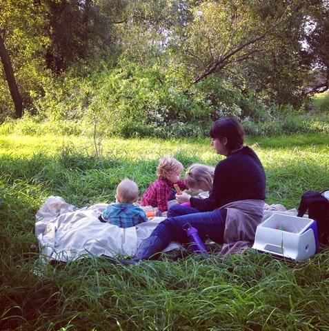 Rachel Loewens: impromptu picnick