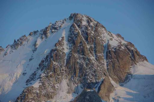 L'aiguille du Chardonnet au crépuscule, du refuge Albert Ier