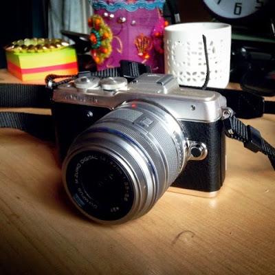 Olympus Pen Lite E-PL7 compact camera