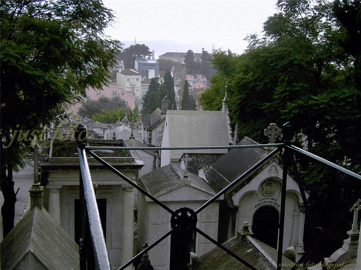 Историческое кладбище Празереш - вид на Лиссабон фото