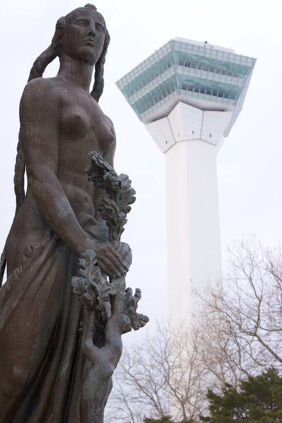 ブールデルの巨大裸婦像「自由」