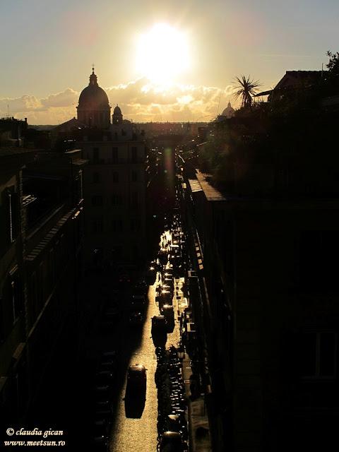 Roma, apus de soare in Piazza di Spagna