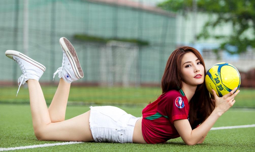 hotgirl và bóng đá