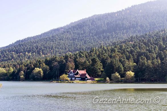 Gölcük Gölü kıyısındaki güzel ev