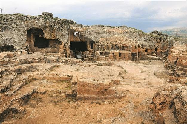 Near East: Ancient Anatolian sites abandoned to their fate