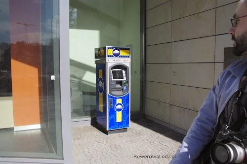 Drobnostka - bankomat ustawiony w taki sposób, aby można było do niego podjechać z rowerem.