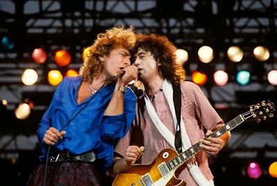 Robert Plant e Jimmy Page no Live Aid, 1985.