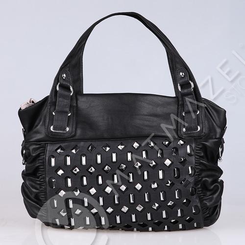 siyah çanta moodeli