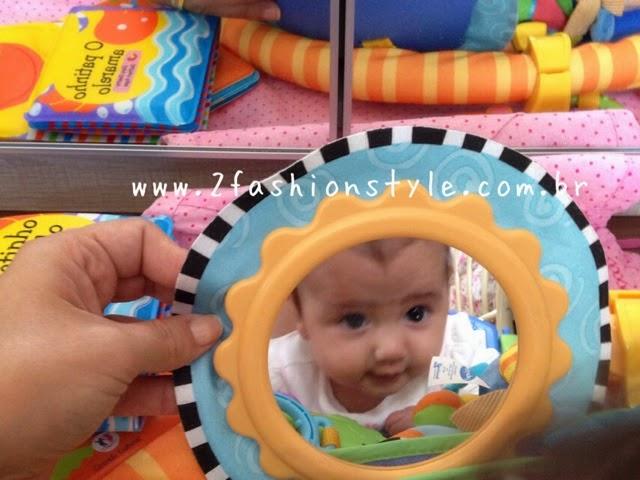aa76bbe2d As crianças adoram se olhar no espelho