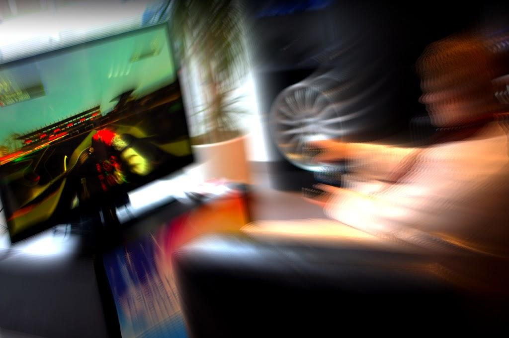 racing simulator možnost hraní současně v několika lokacích