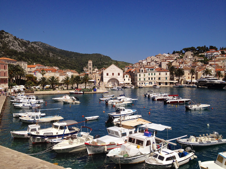 HVAR   Where to Sleep (and where not to)