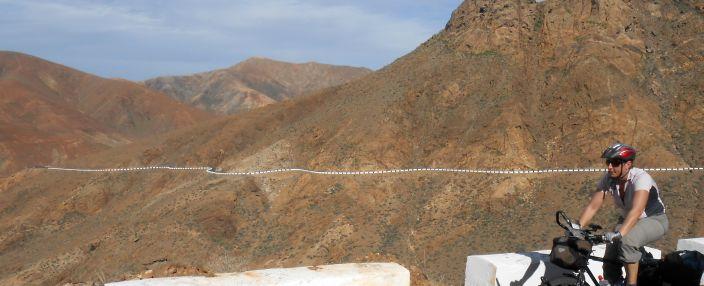 Miri auf den Serpentinenstraßen bei Vega de Rio Palmas, südlich von Betancuria, Fuerteventura
