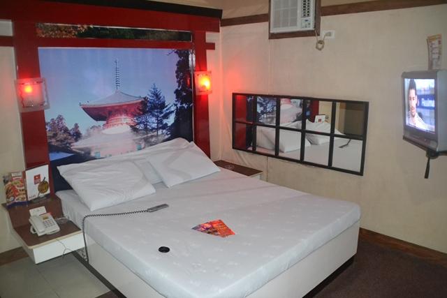 ホテルソウゴの部屋のベッド周辺