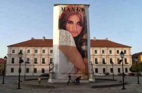 Mango-Werbung im Kern der Burgstadt von Osijek, Kroatien
