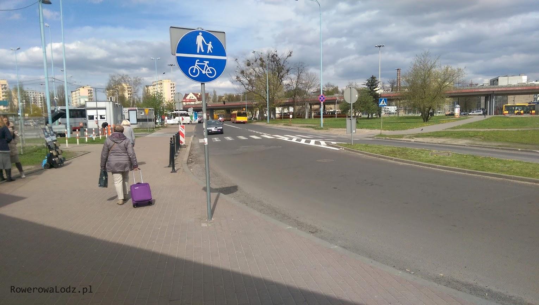 Bliżej dworca PKS dostawiono jeszcze znak, ale jazda rowerem w tym miejscu jest uciążliwa i co chwila są przejścia dla pieszych