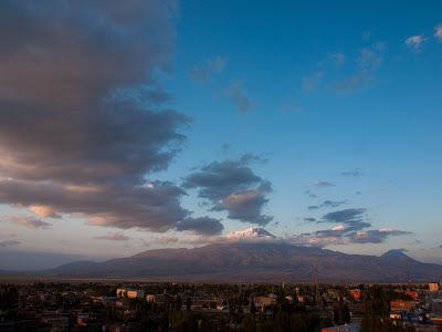 L'Ararat presideix l'horitzó de la ciutat de Doğubeyazıt