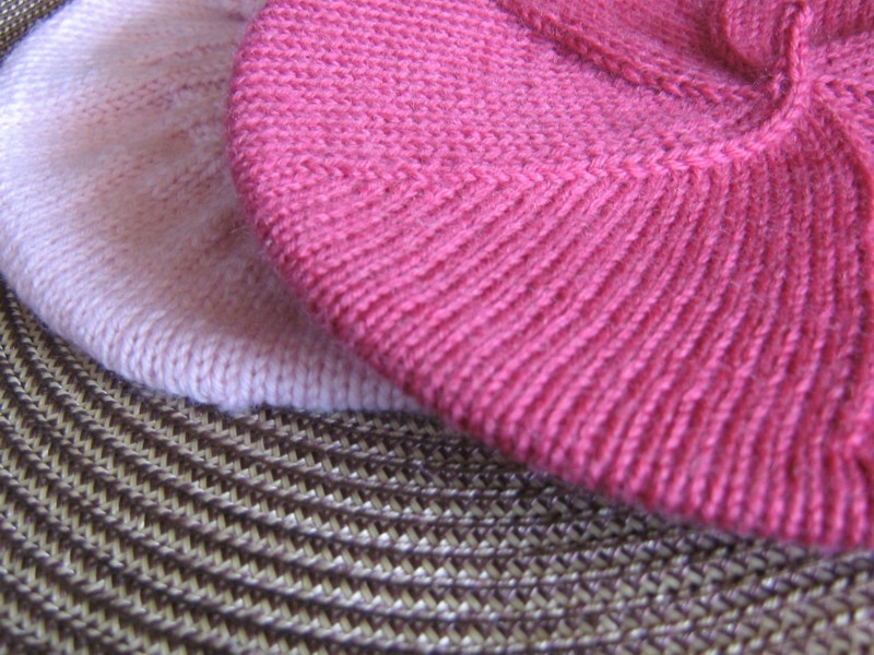 Beret Knitting Pattern Easy : tangled...: a beret for baby...