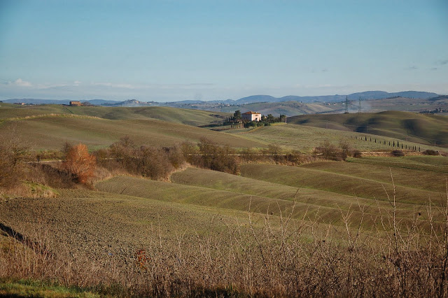 The rolling hills on the way to Torrenieri