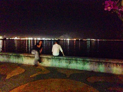 Hang out at Jelutong Promenade seaview