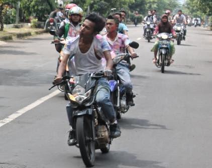 Hasil UN SMA Sederajat Di Ngawi  Lulus 100%