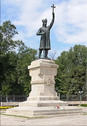Monumento a Esteban III en Chisinau, Moldavia. (Foto Wikipedia)