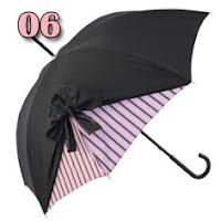 guarda-chuva rosa e preto com um laço
