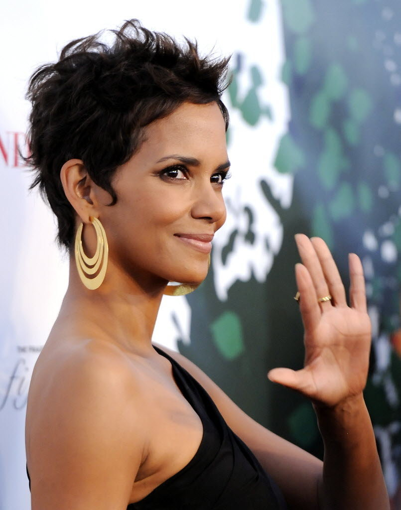halle berry short biographyB