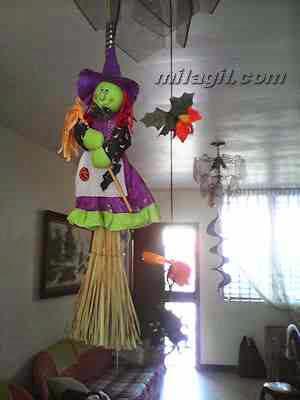 Halloween. Decoración con desechos