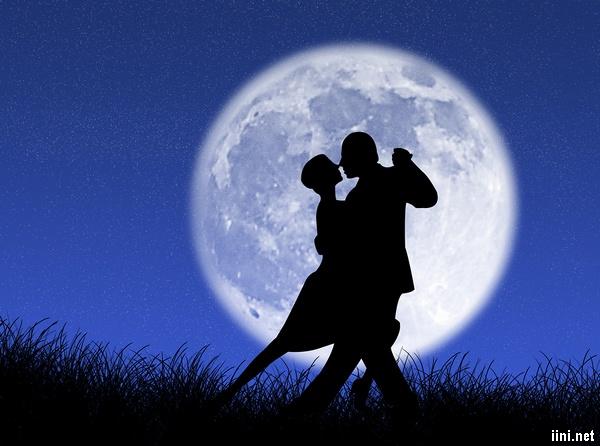 ảnh khiêu vũ dưới trăng