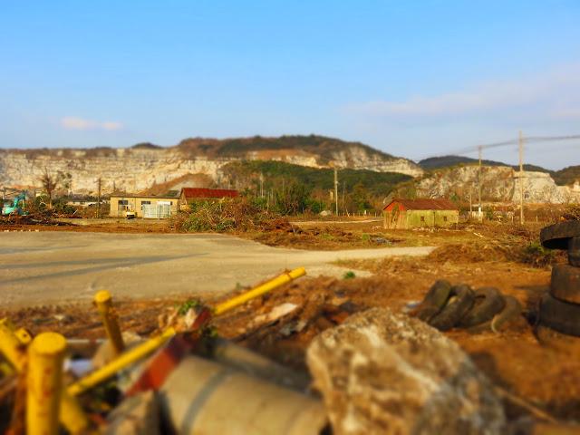 廃墟のある風景-1