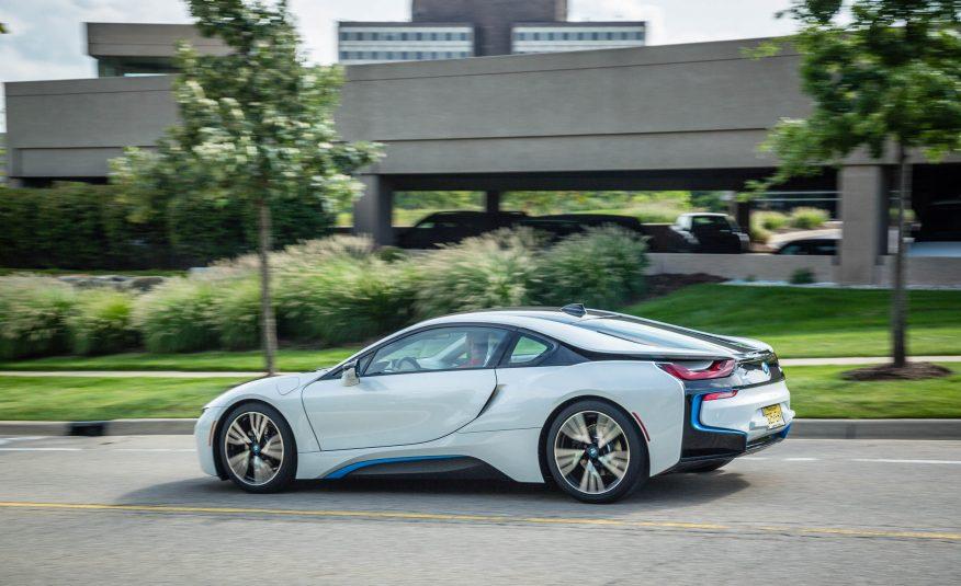 BMW i8 có thiết kế rất tương lai và ngoài hành tinh