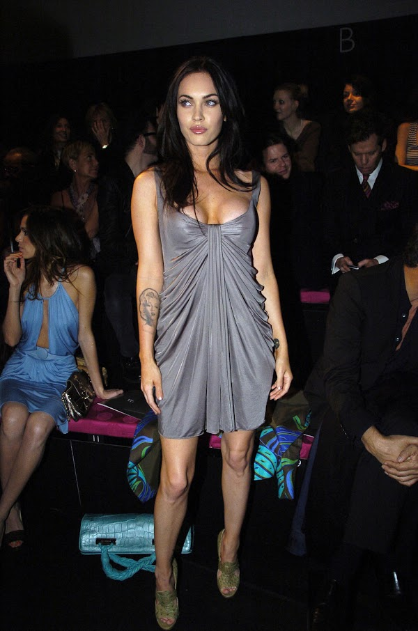 Megan Fox – Versace Fashion Show at Milan Fashion Week(celebrities-5photos)5