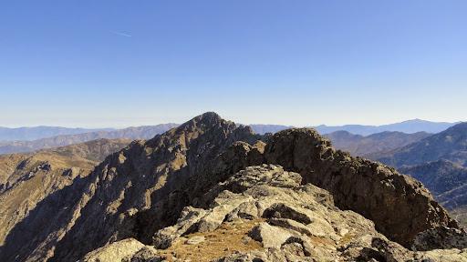 Crête et sommet de Cima di Casellu : vue directe sur le San Parteu