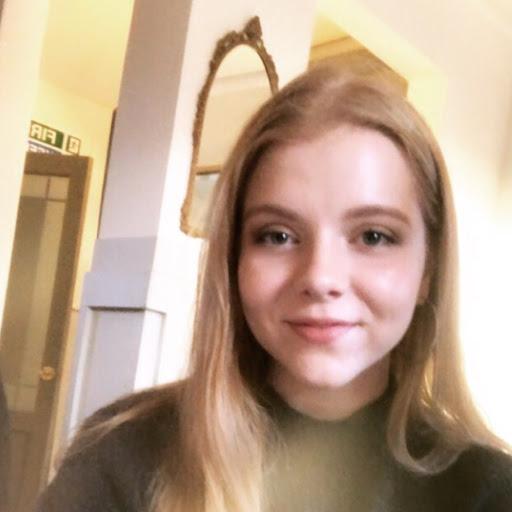 Emily Clayton Photo 27