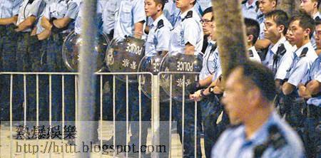 逾千警員昨晚在特首辦高度戒備。(袁志豪攝)