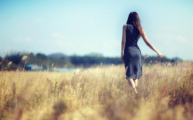 hình phụ nữ tâm trạng cô đơn