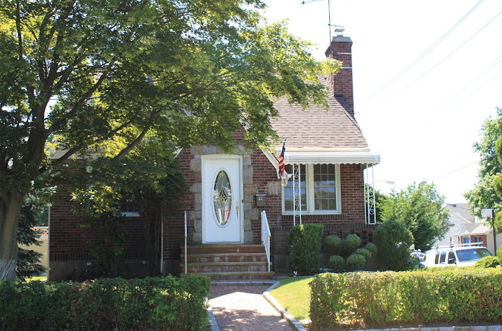 Small Cape Cod home in Castleton Corners, Staten Island 10314