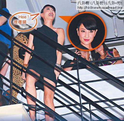 Hee!埋嚟睇……(設計對白) <br><br>明知著短裙,又明知樓梯邊通通透透, Yumiko一啲防走光意識都冇。