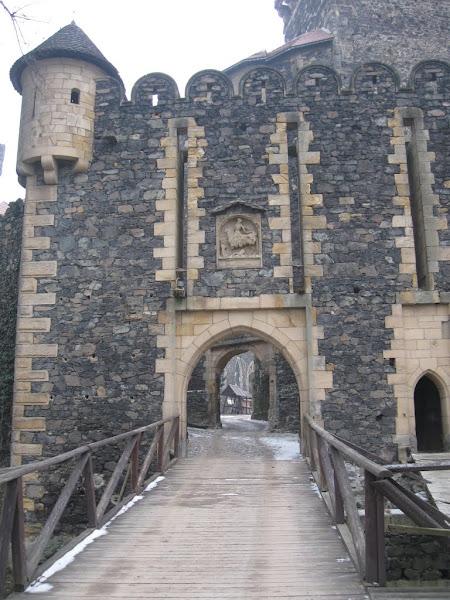 Zamek Grodziec- baszta bramna