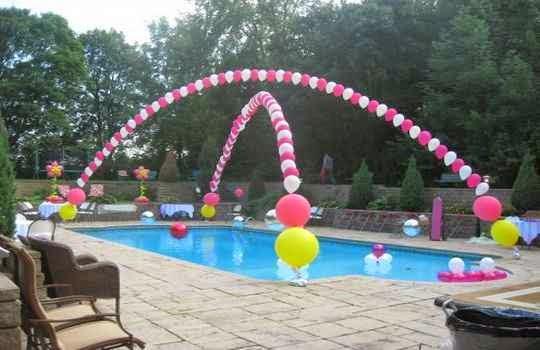 Festejar la Fiesta de cumpleaños en piscina