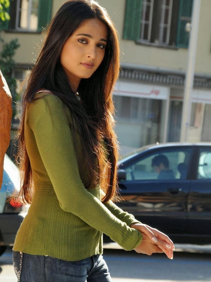 50 Photos Of Indian Tollywood  Actress Anushka Shetty.